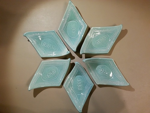 Example of green Seder plate set
